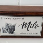 XS wooden urn with photo plaque